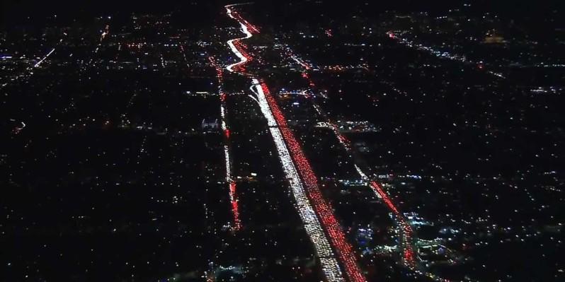 VIDEO-World_s-Worst-Traffic-Jam-Caught-On-Camera-_Thanksgiving-2016